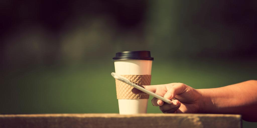 cafea fierbinte pauza