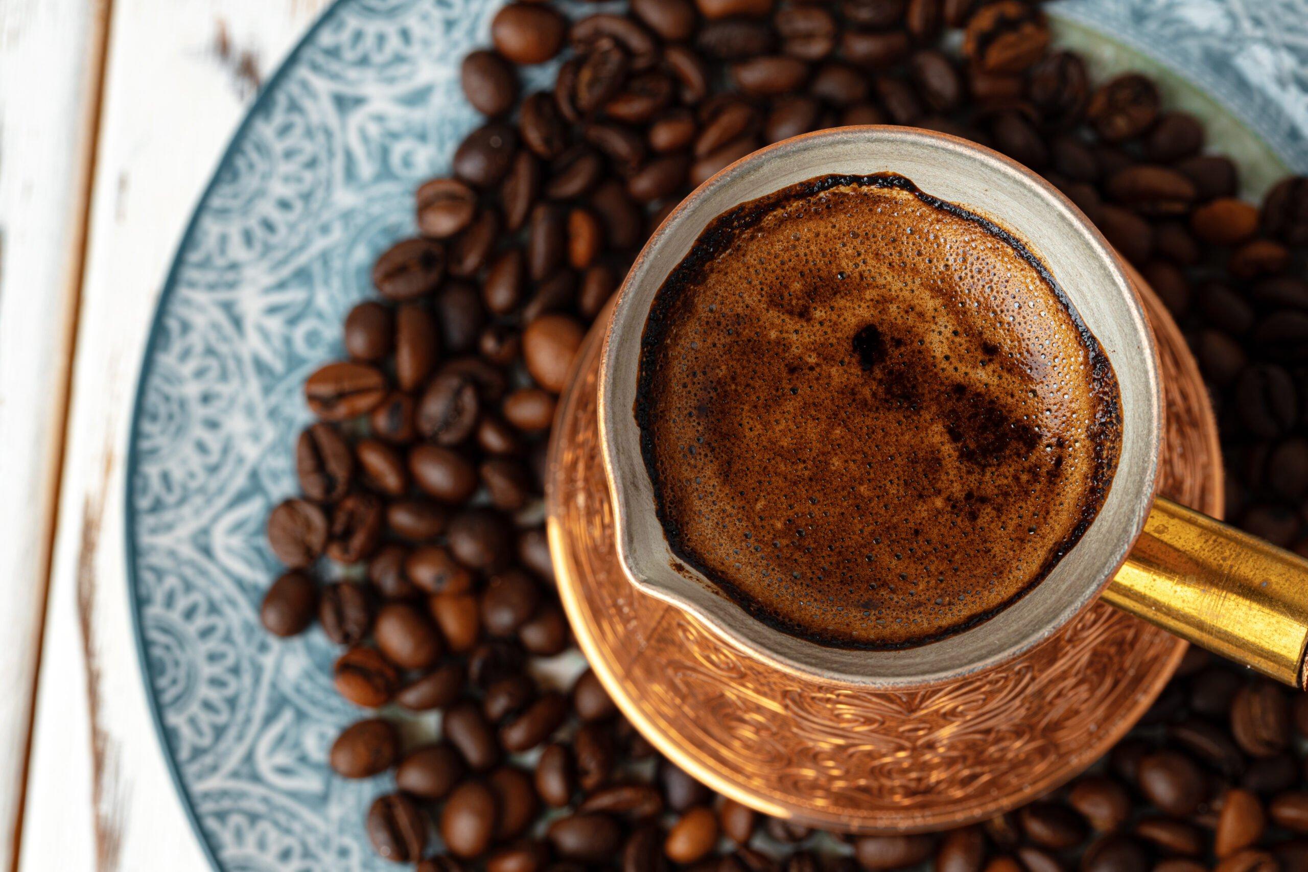 cafea fierbinte vara